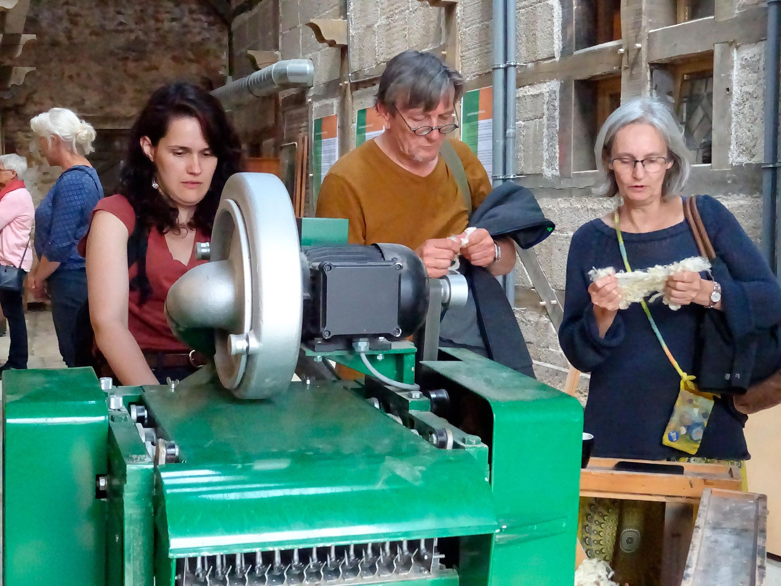 Inauguration des ateliers de la Maison des laines - Ouvreuse à laine